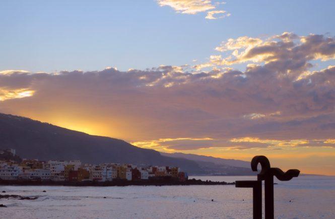 západ slunce nad pláží Playa Jardín